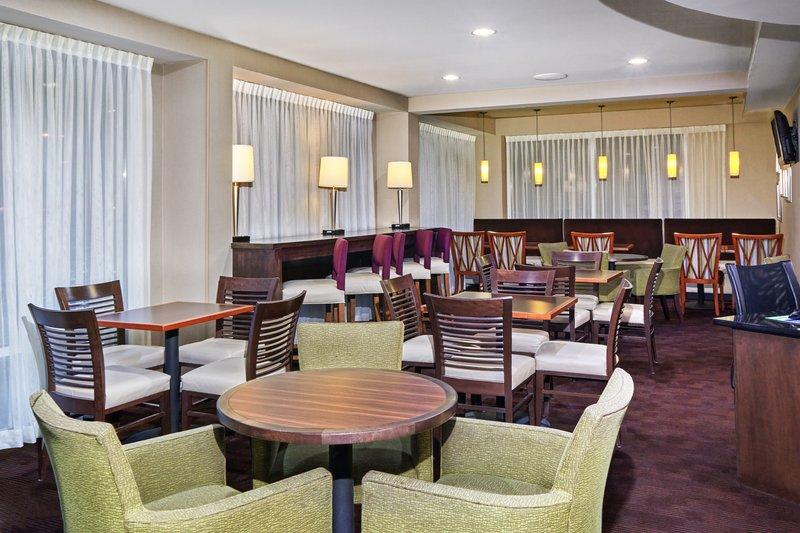 Holiday Inn Express Hampton - Coliseum Central-Restaurant<br/>Image from Leonardo