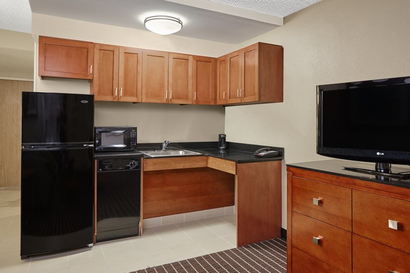 Holiday Inn Express Hampton - Coliseum Central-ADA/Handicapped accessible King Suite<br/>Image from Leonardo