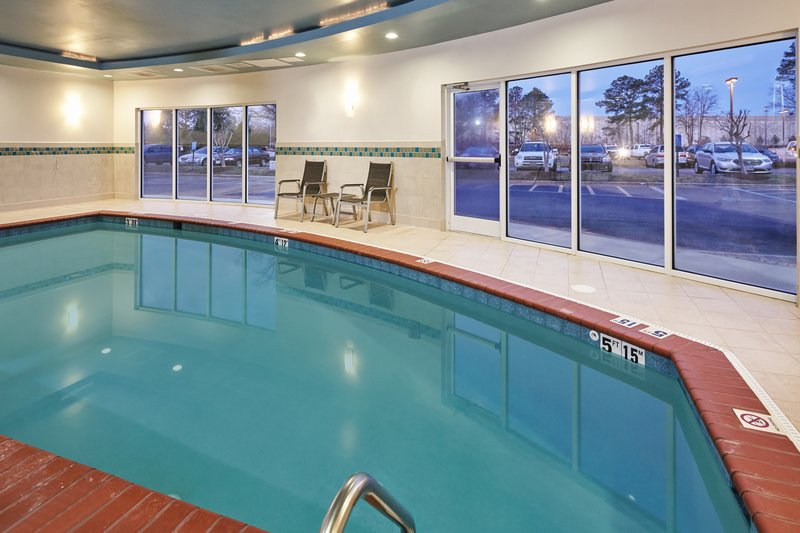 Holiday Inn Express Hampton - Coliseum Central-Swimming Pool<br/>Image from Leonardo