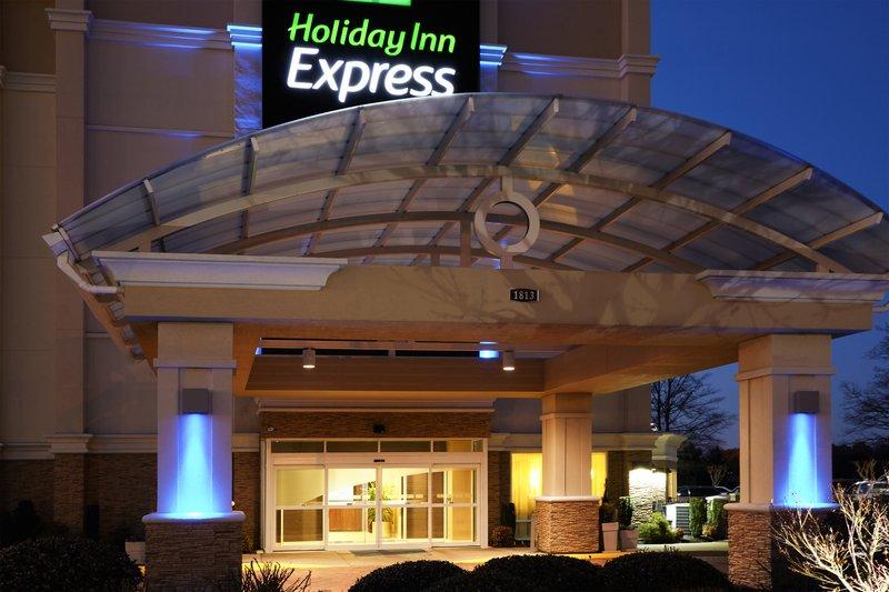 Holiday Inn Express Hampton - Coliseum Central-Hotel Exterior<br/>Image from Leonardo