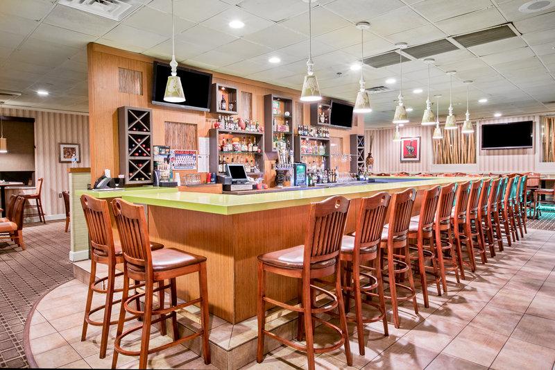Holiday Inn Roanoke - Tanglewood - Rt 419 & I581-Bar and Lounge<br/>Image from Leonardo
