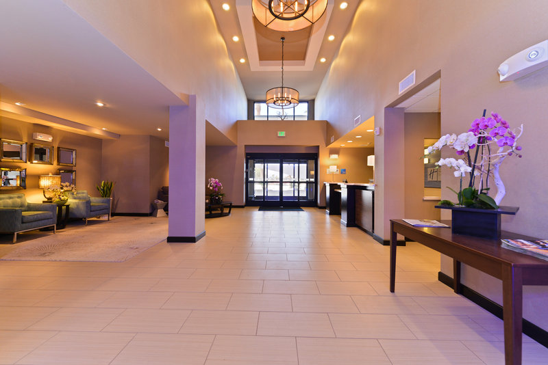 Holiday Inn Express & Suites Indio-Lobby Lounge<br/>Image from Leonardo