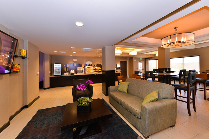 Holiday Inn Express & Suites Indio-Breakfast Area<br/>Image from Leonardo