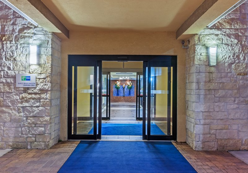 Holiday Inn Express Beaumont NW Parkdale Mall-Entrance<br/>Image from Leonardo