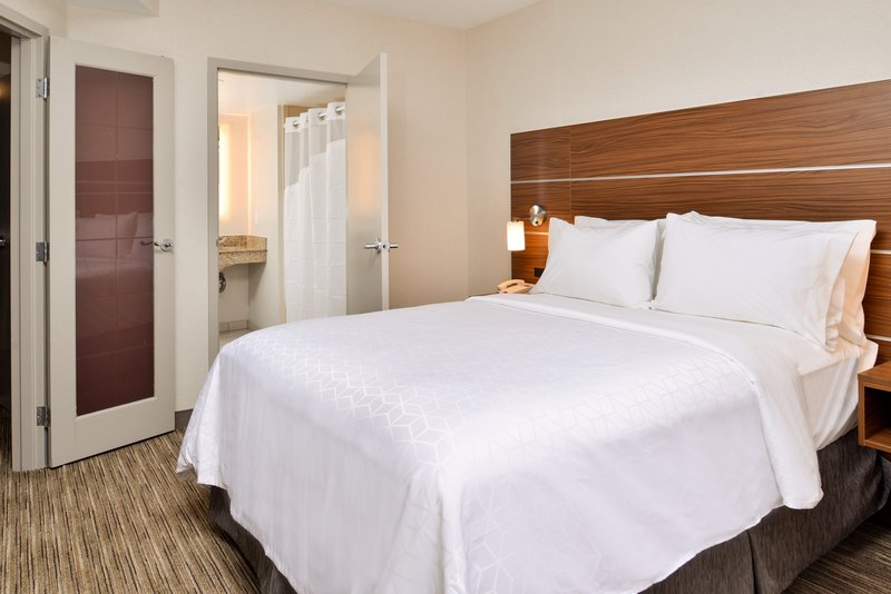 Holiday Inn Express & Suites Buffalo Downtown-Queen bed<br/>Image from Leonardo