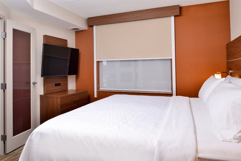 Holiday Inn Express & Suites Buffalo Downtown-King bed<br/>Image from Leonardo