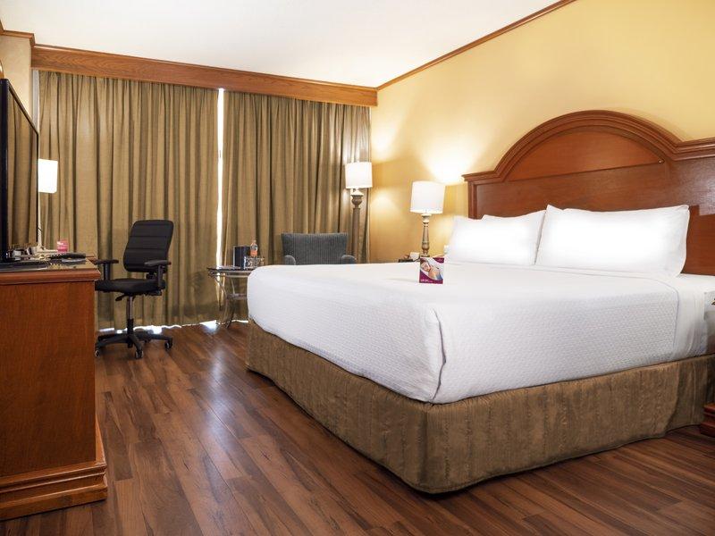 Crowne Plaza Monterrey-Executive Room<br/>Image from Leonardo