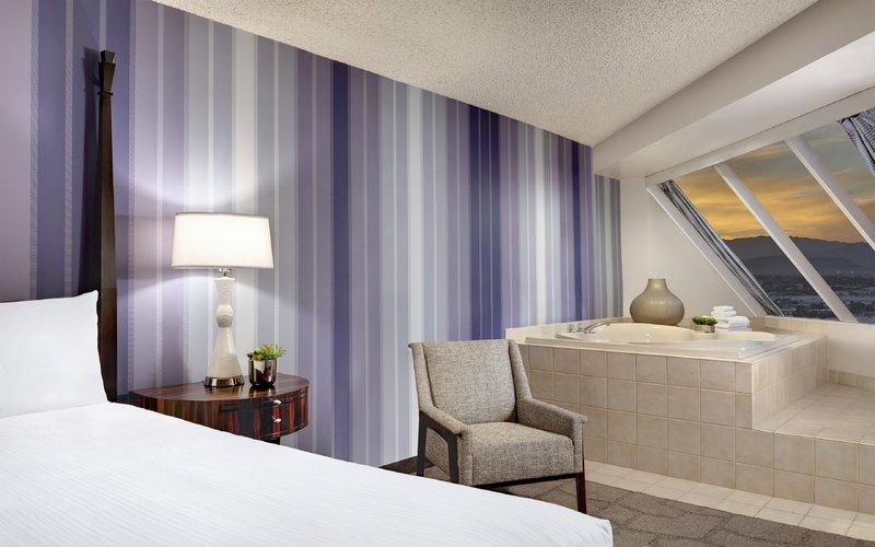Luxor Resort and Casino-Pyramid Premium Corner Suite Soaking Tub<br/>Image from Leonardo