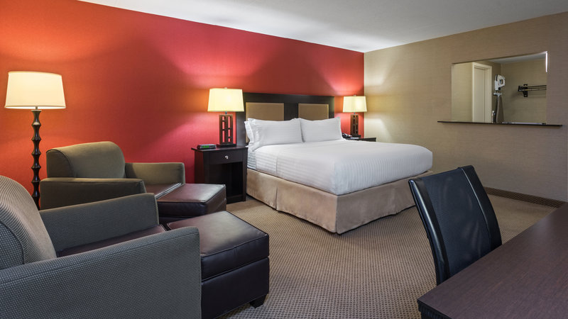 Holiday Inn Express Charleston - Civic Center-Executive King Suite<br/>Image from Leonardo
