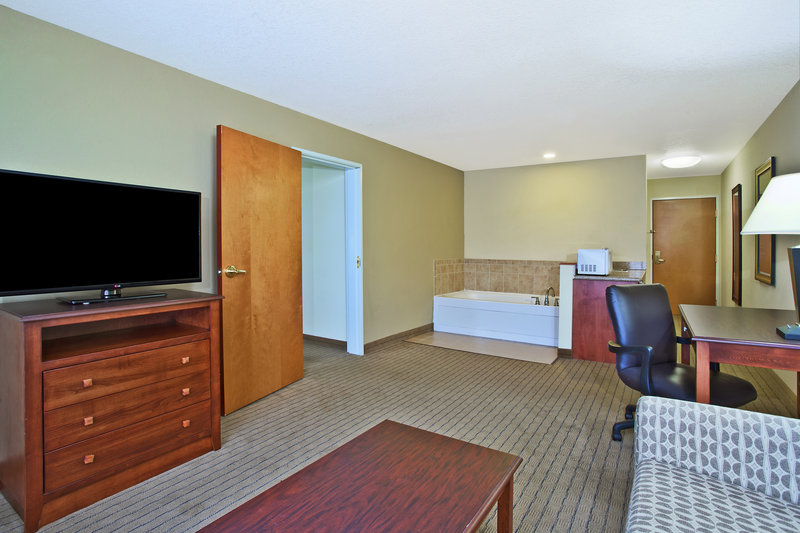 Holiday Inn Express & Suites East Lansing-Our Executive Whirlpool Suite is perfect for bridal couples.<br/>Image from Leonardo