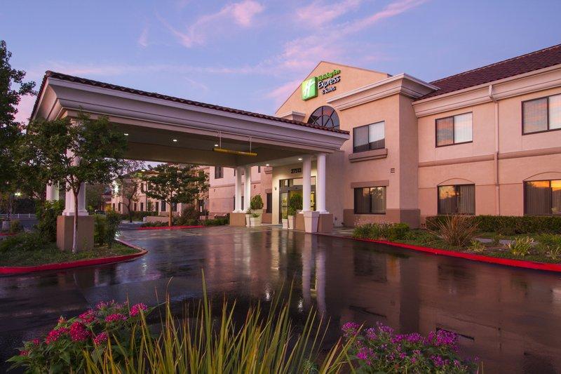 Holiday Inn Express Hotel & Suites Santa Clarita-Entrance<br/>Image from Leonardo