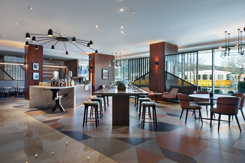 Budapest Marriott Hotel-Liz and Chain Disruptive Bar<br/>Image from Leonardo