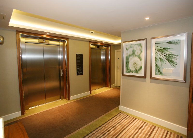 Holiday Inn Reading - M4, Jct. 10-Lift lobby<br/>Image from Leonardo