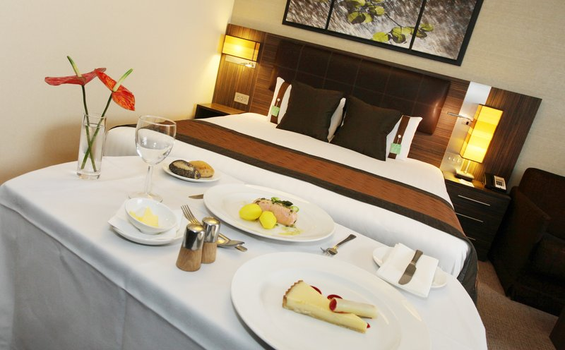Holiday Inn Reading - M4, Jct. 10-In-Room Dining<br/>Image from Leonardo