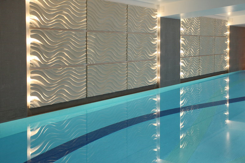 Holiday Inn Reading - M4, Jct. 10-19m Indoor Heated Pool<br/>Image from Leonardo