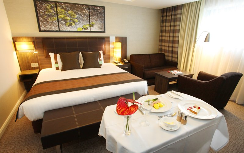 Holiday Inn Reading - M4, Jct. 10-Room Service at the Holiday Inn Reading M4 Jct10<br/>Image from Leonardo