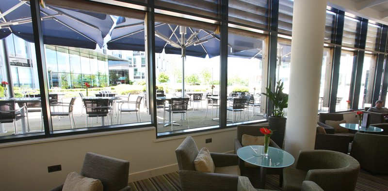 Holiday Inn Reading - M4, Jct. 10-Courtyard<br/>Image from Leonardo