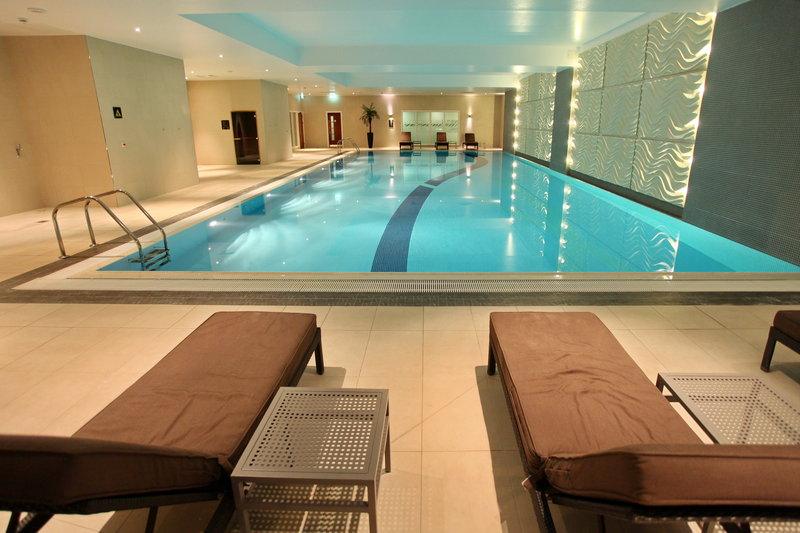 Holiday Inn Reading - M4, Jct. 10-Esprit Spa & Wellness 19m Indoor Heated Swimming Pool<br/>Image from Leonardo