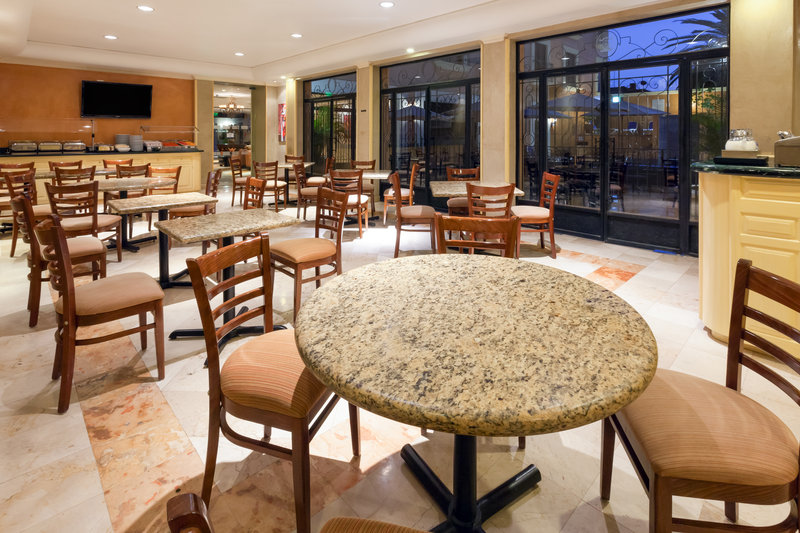 Holiday Inn Express Oaxaca-Centro Historico-Enjoy a meal in our spacious Restaurant<br/>Image from Leonardo