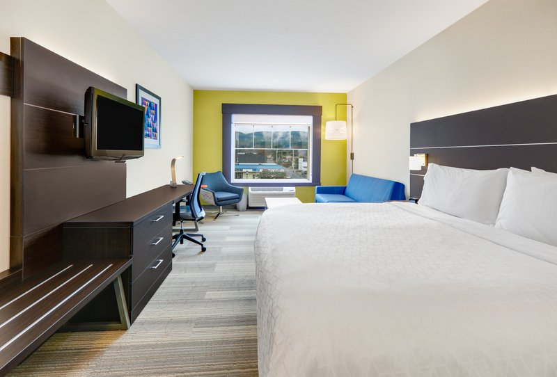 Holiday Inn Express & Suites Seaside - Convention Center-1 King Bed Mountain View Nonsmoking <br/>Image from Leonardo