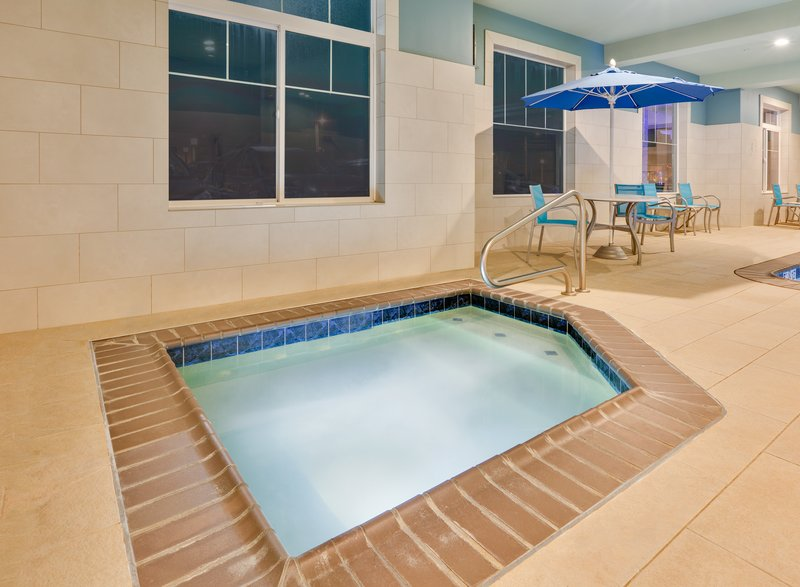 Holiday Inn Express & Suites Seaside - Convention Center-Whirlpool <br/>Image from Leonardo