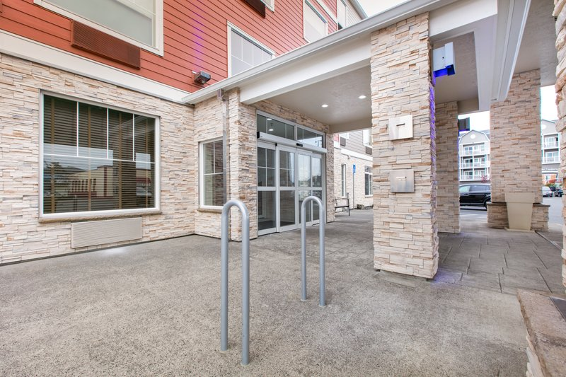 Holiday Inn Express & Suites Seaside - Convention Center-Bike Rack <br/>Image from Leonardo