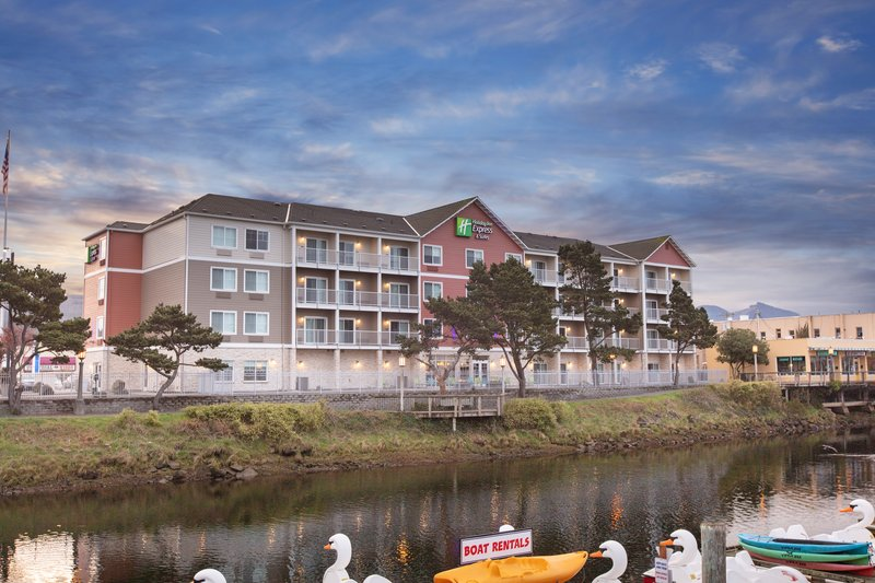 Holiday Inn Express & Suites Seaside - Convention Center-Hotel Exterior <br/>Image from Leonardo