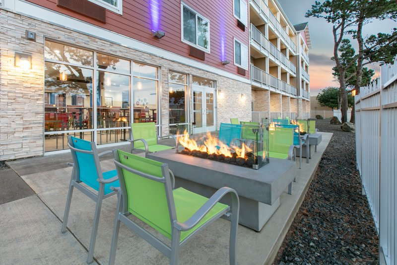 Holiday Inn Express & Suites Seaside - Convention Center-Guest Patio <br/>Image from Leonardo