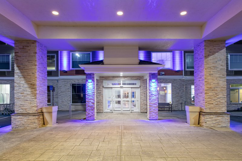 Holiday Inn Express & Suites Seaside - Convention Center-Entrance <br/>Image from Leonardo
