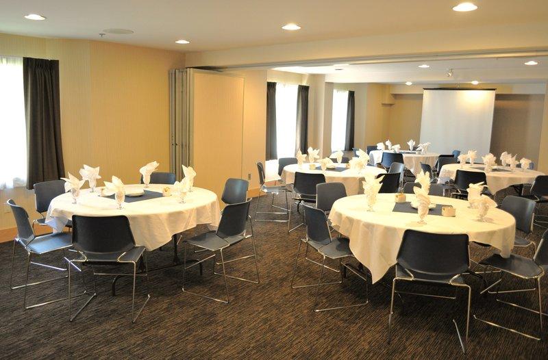 Holiday Inn Express & Suites Langley-Gardenia Room<br/>Image from Leonardo