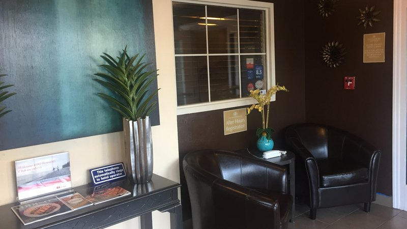 Candlewood Suites Dallas - By The Galleria-Relax inside the front door while you are waiting for a ride.<br/>Image from Leonardo