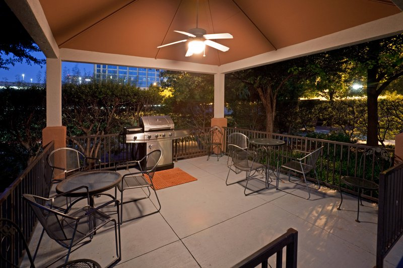 Candlewood Suites Dallas - By The Galleria-Candlewood Suites Hotel Dallas Galleria Guest Patio<br/>Image from Leonardo
