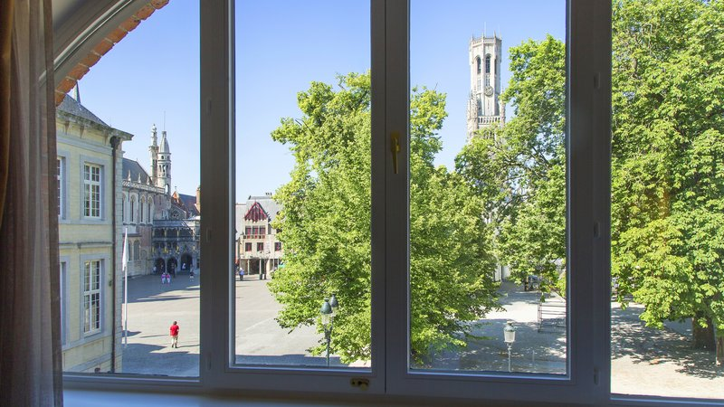 Crowne Plaza Brugge-outside view on the square<br/>Image from Leonardo