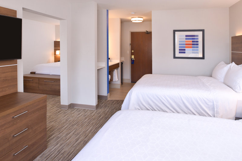 Holiday Inn Express Glenwood S-Guest Room<br/>Image from Leonardo