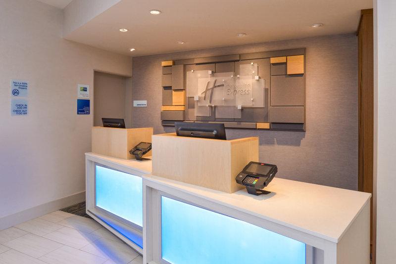 Holiday Inn Express Glenwood S-Front Desk<br/>Image from Leonardo