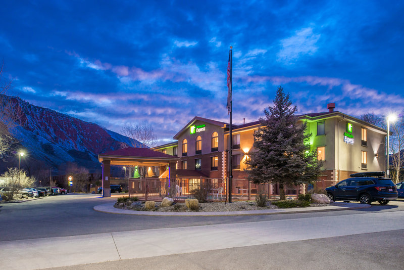 Holiday Inn Express Glenwood S-Welcome to Glenwood Springs!<br/>Image from Leonardo