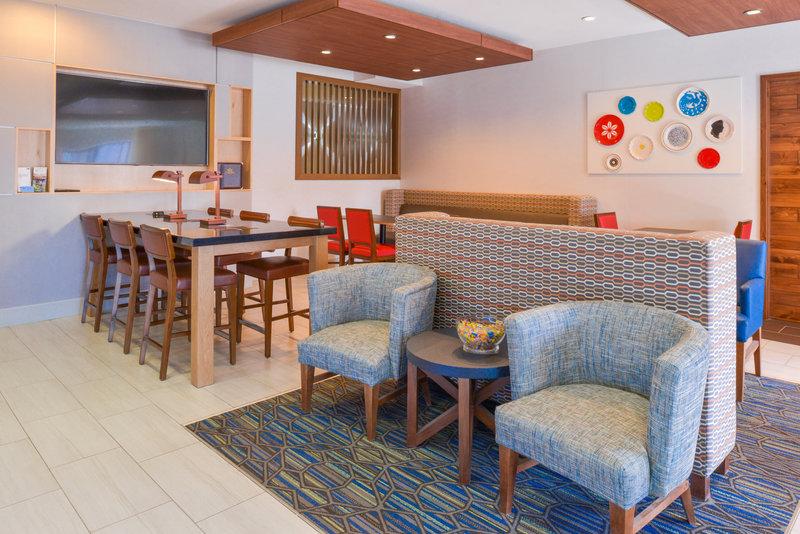 Holiday Inn Express Glenwood S-Lobby Lounge<br/>Image from Leonardo