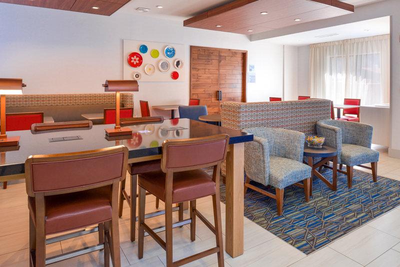Holiday Inn Express Glenwood S-Breakfast Area<br/>Image from Leonardo