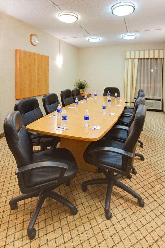 Holiday Inn Express Flint-Campus Area-Meeting Room<br/>Image from Leonardo