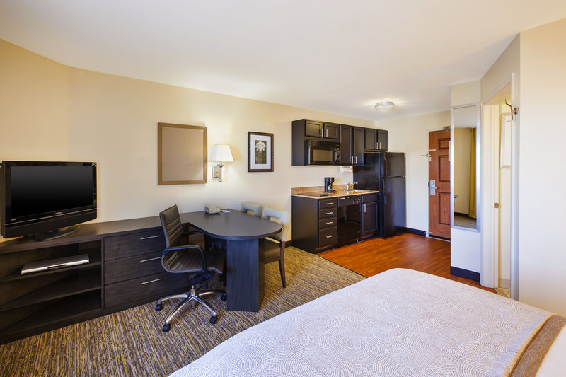 Candlewood Suites Indianapolis Airport-Queen Bed Studio<br/>Image from Leonardo