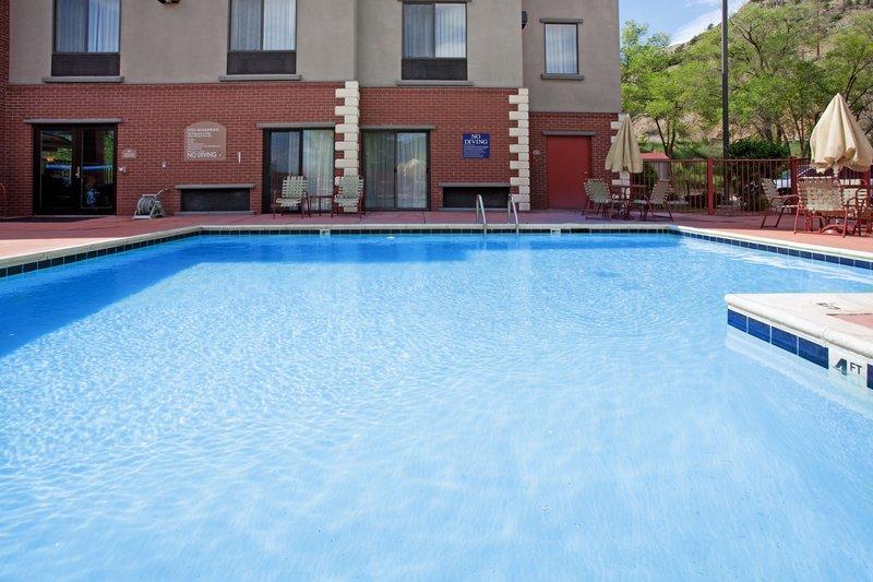 Holiday Inn Express Glenwood S-Swimming Pool<br/>Image from Leonardo