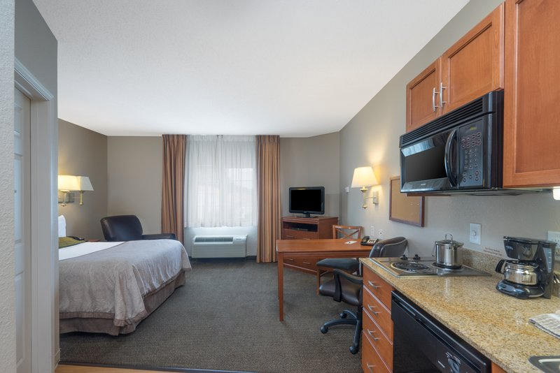 Candlewood Suites New Bern-One Queen Bed Suite<br/>Image from Leonardo