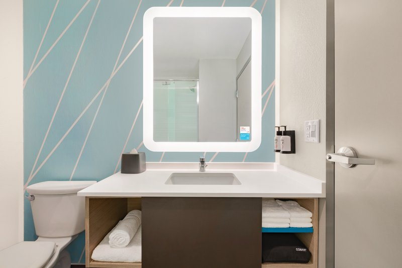 Avid Hotels Midland-King Bathroom<br/>Image from Leonardo