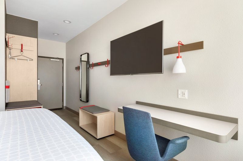 Avid Hotels Midland-King Room Workspace<br/>Image from Leonardo