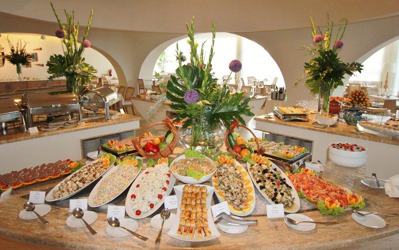 Crowne Plaza Vilamoura - Algarve-Cataplana Restaurant Buffet<br/>Image from Leonardo