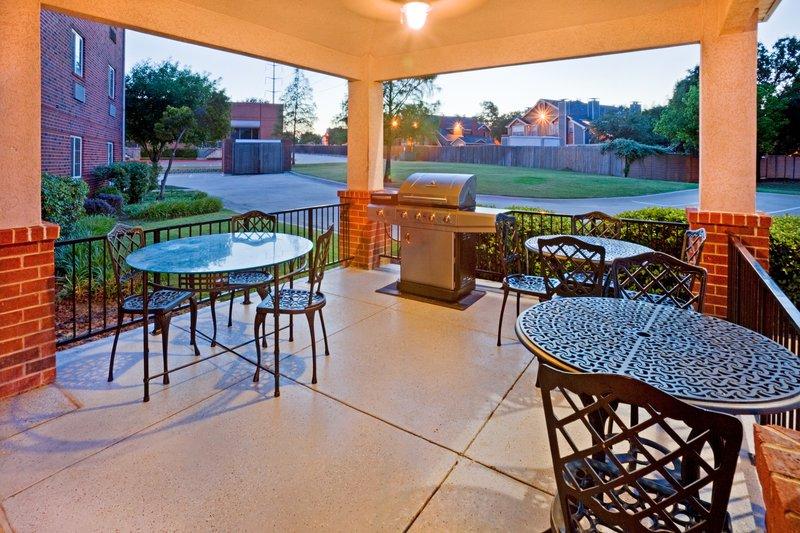 Candlewood Suites Arlington-Gazebo / grill area<br/>Image from Leonardo