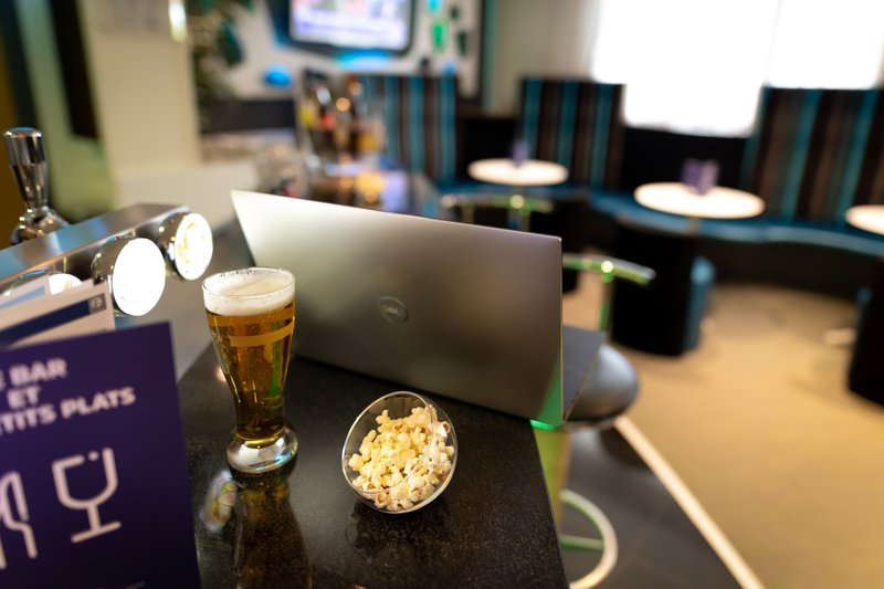 Holiday Inn Express Arras-Enjoy efficient and easy access to internet with a fresh drink<br/>Image from Leonardo