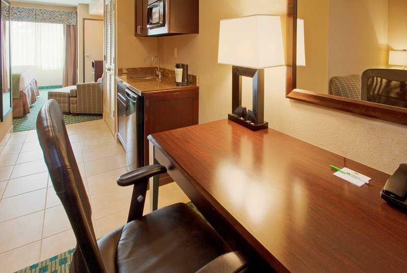 Holiday Inn Fort Worth North-Fossil Creek-Suite<br/>Image from Leonardo