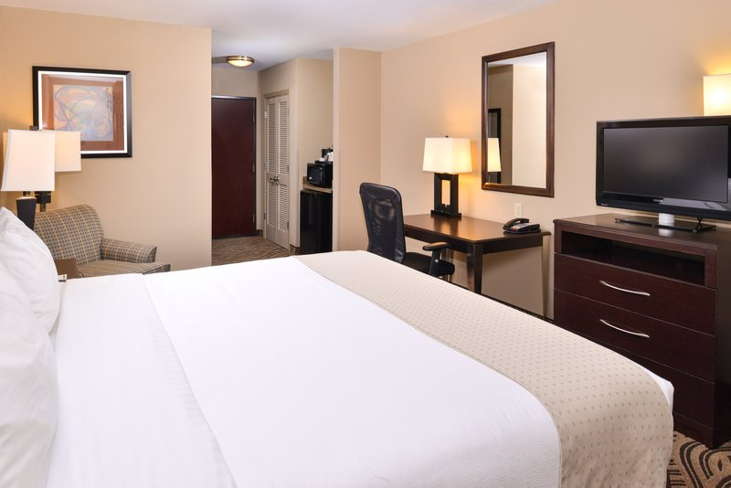 Holiday Inn Fort Worth North-Fossil Creek-King Bed Guest Room<br/>Image from Leonardo