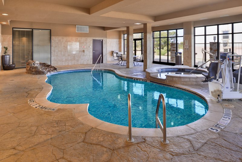 Holiday Inn Fort Worth North-Fossil Creek-Swimming Pool<br/>Image from Leonardo